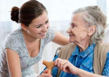 помочь человеку в возрасте